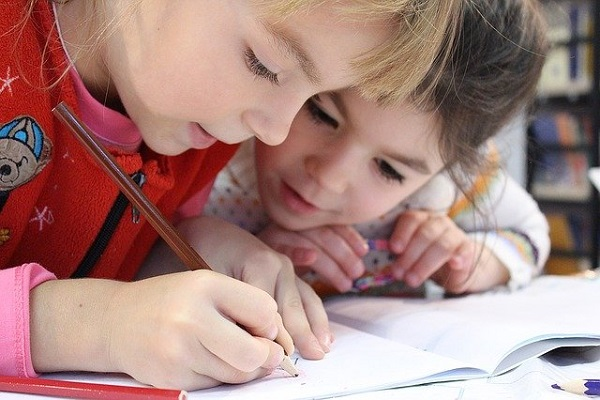 Kids - students learning
