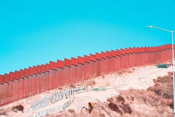 US Border Wall barbara-zandoval-fhEkwsRgMNQ-unsplash