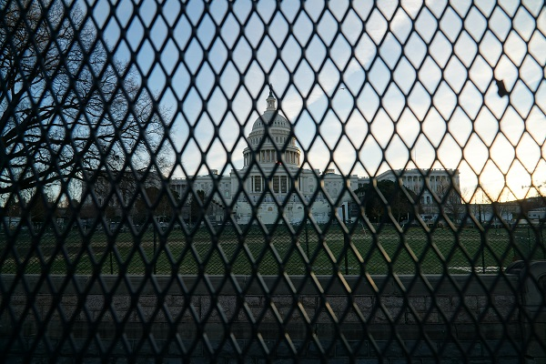 US Capitol Bldg behind security fence