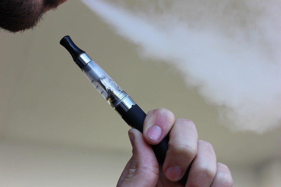 pixabay.com photos e-cigarette-vaping-1301664