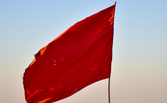 Red Flag Original Photo by 🌸🙌 أخٌفيالله on Unsplash
