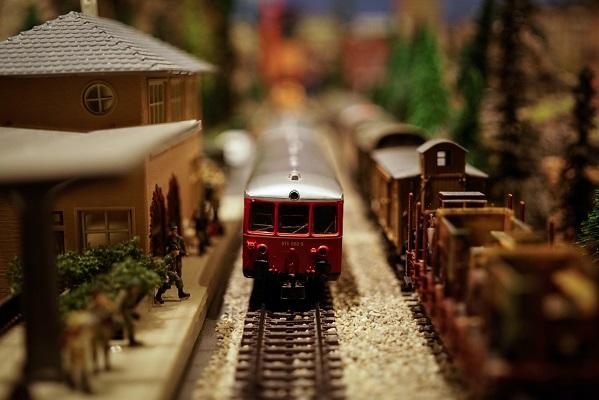 toy train toy train station