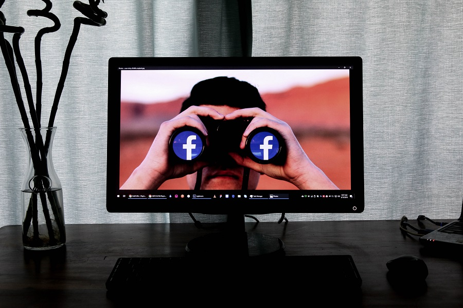 Facebook spying Photo by Glen Carrie on Unsplash