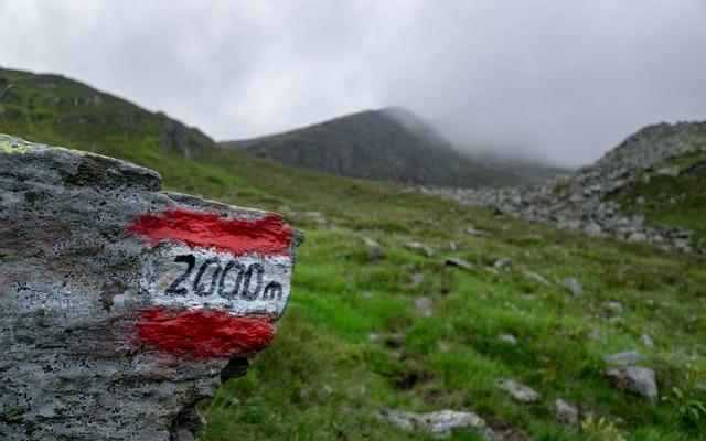milestone marker 400